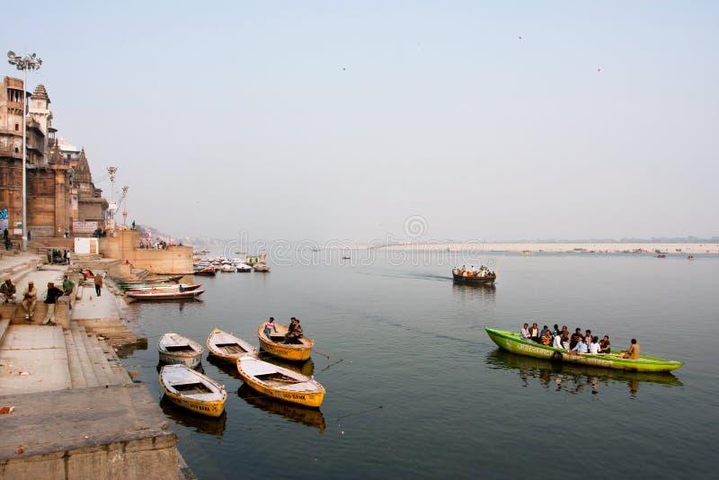 VARANASI, ÍNDIA: Opinião bonita do banco de Ganges River  fotos de stock royalty free