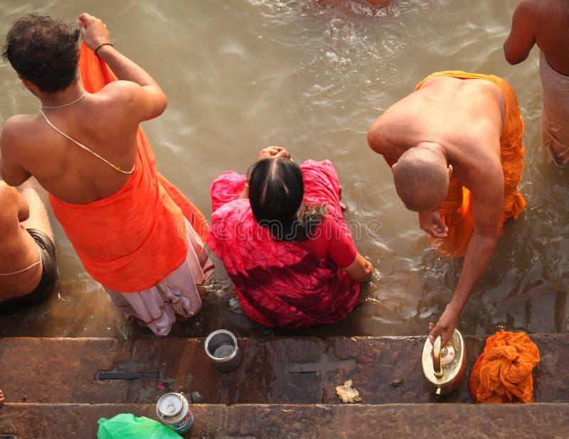 VARANASI - 6 NOVEMBRO: Povos Hindu foto de stock royalty free