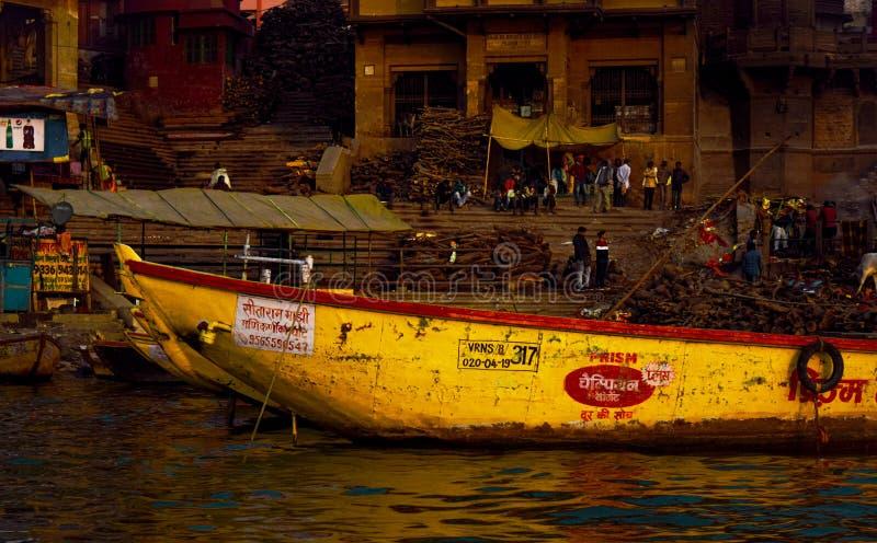 Varanasi eller Banaras ganga ghat, Uttar Pradesh, Indien royaltyfria foton