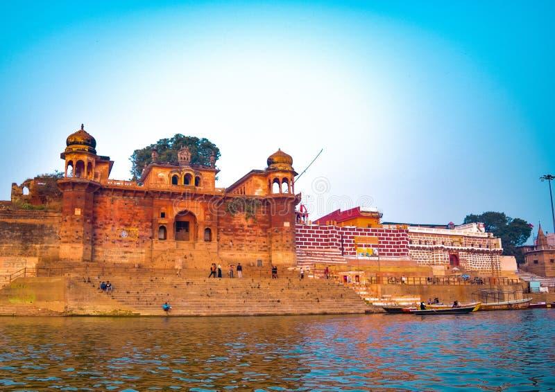 Varanasi eller Banaras ganga ghat, Uttar Pradesh, Indien royaltyfri foto