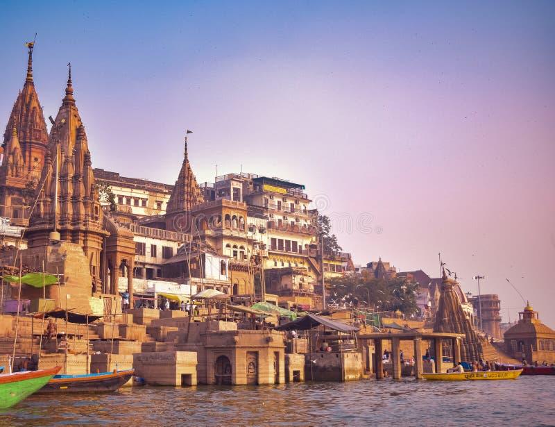 Varanasi eller Banaras ganga ghat, Uttar Pradesh, Indien royaltyfria bilder