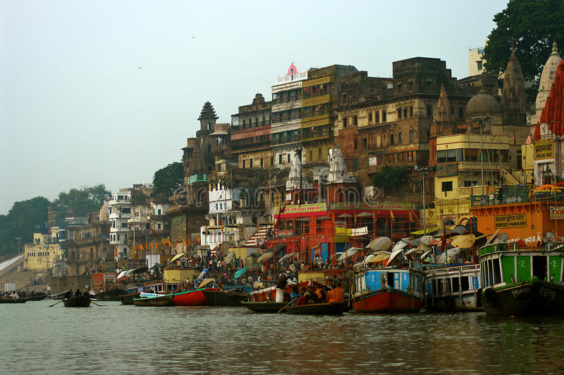 Varanasi en el amanecer imagen de archivo