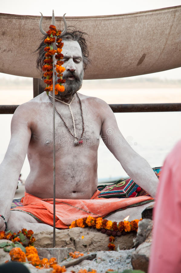Sanktt i meditation arkivfoto