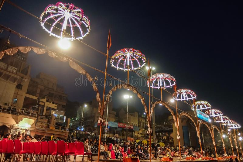 Varanasi, la India Ceremonia de Ganga Aarti en Dasashvamedh Ghat imágenes de archivo libres de regalías