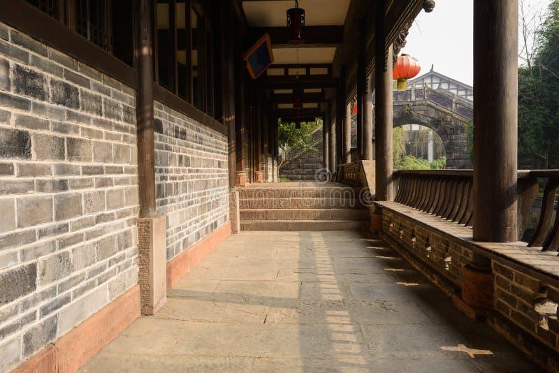 Varanda tradicional no meio-dia ensolarado, China do beira-rio fotografia de stock royalty free