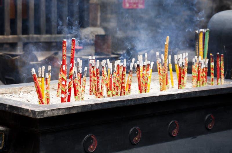 Varas ardentes do incenso foto de stock