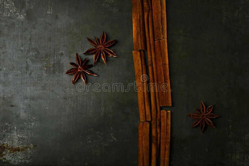 Varas de canela e estrela do anis fotografia de stock