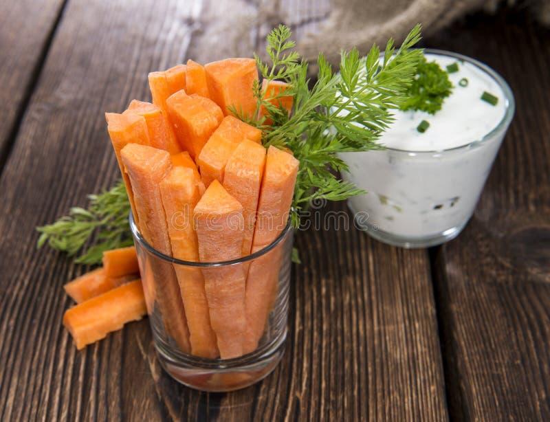 Varas de cenoura em um vidro foto de stock royalty free