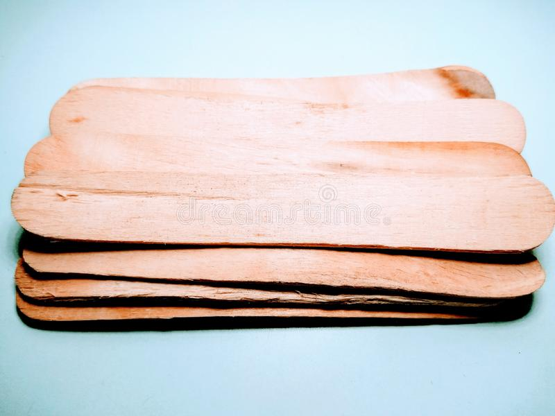 Varas de madeira no fundo branco fotografia de stock