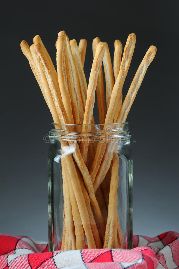 Varas de pão no frasco imagens de stock