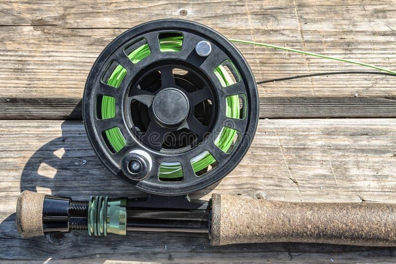 Varas de pesca no fundo de placas de madeira fotos de stock
