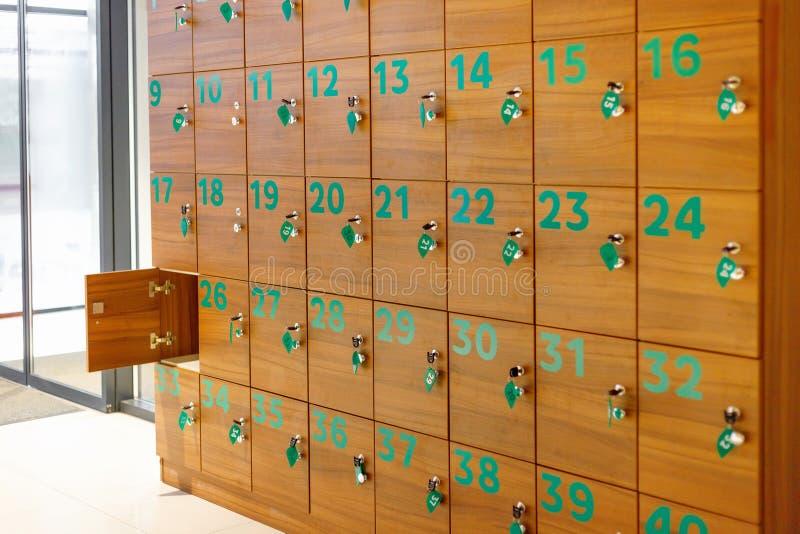Varas do ¡ de Ð para o armazenamento provisório do lugar das coisas em público imagens de stock royalty free