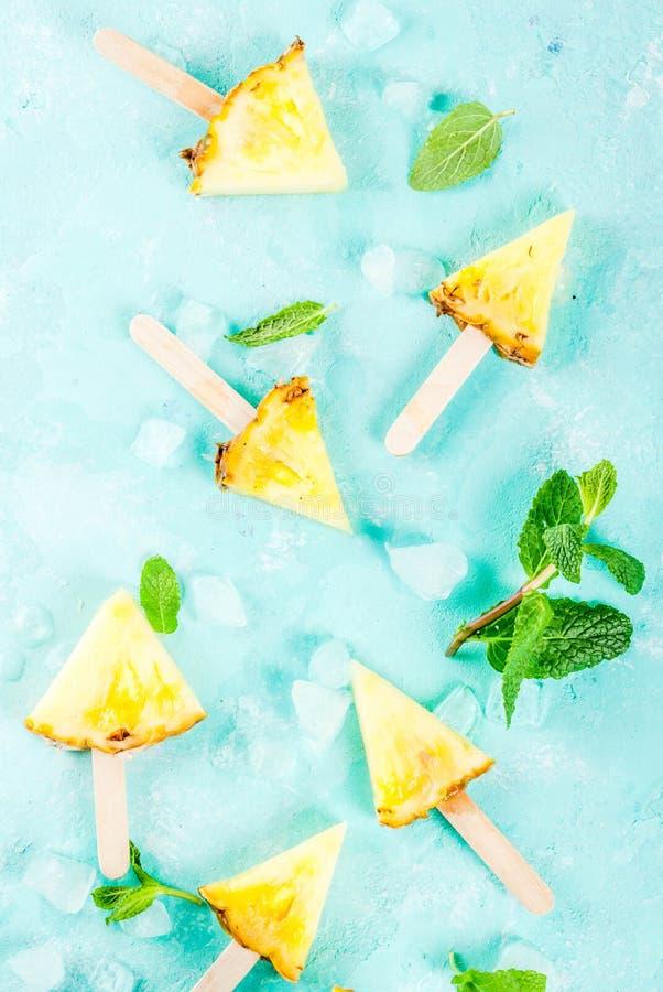 Varas do picolé do abacaxi fotos de stock