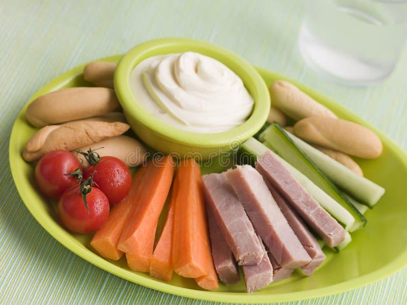 Varas do vegetal e de pão do presunto com propagação de queijo imagens de stock
