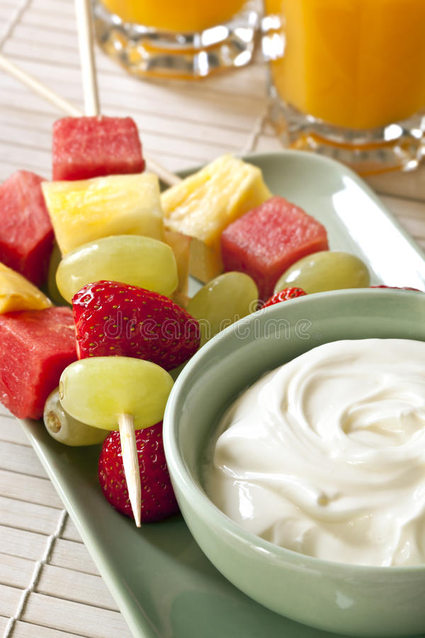Varas e Yogurt da fruta imagem de stock royalty free