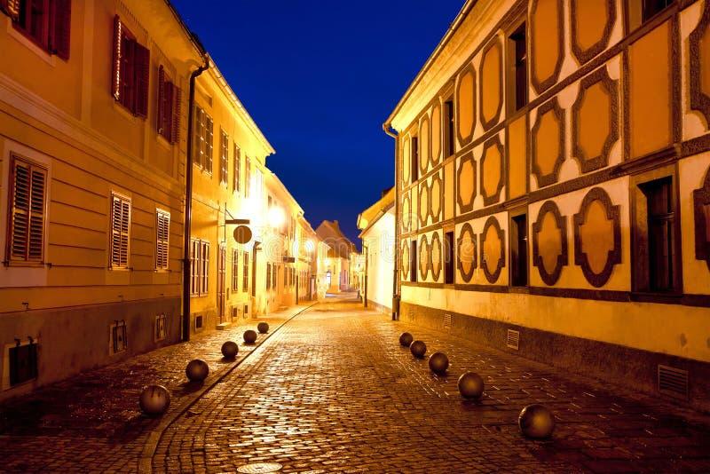 Varazdin历史的街道晚上城市 图库摄影