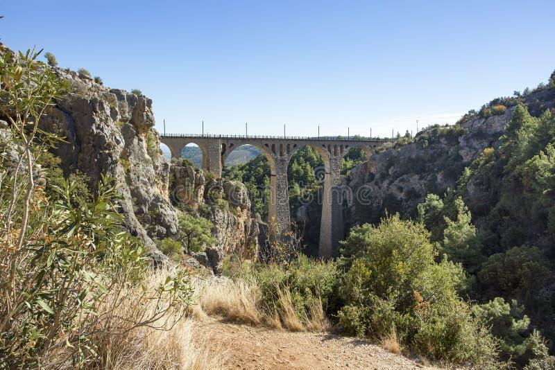 Varda Bridge hist?rico, Turquia/Adana Foto do conceito do curso foto de stock