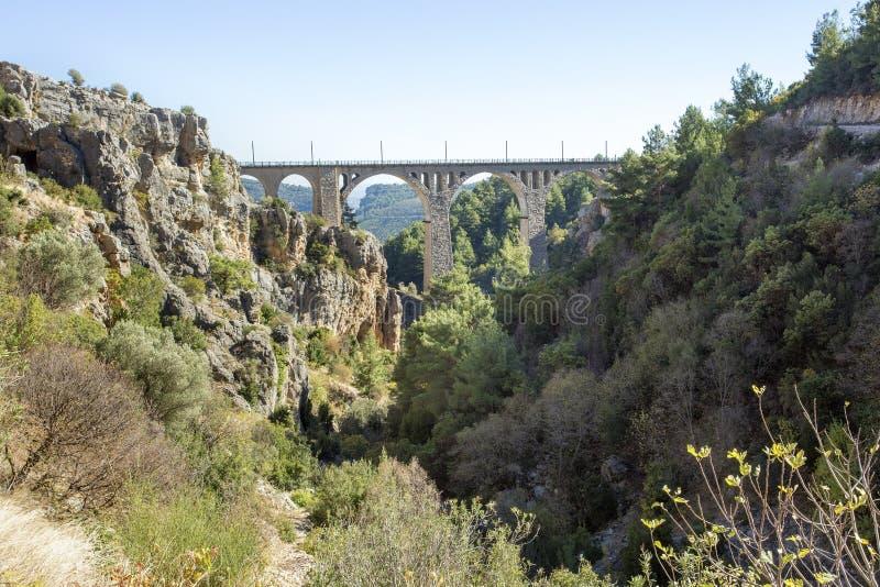 Varda Bridge hist?rico, Turquia/Adana Foto do conceito do curso imagem de stock royalty free