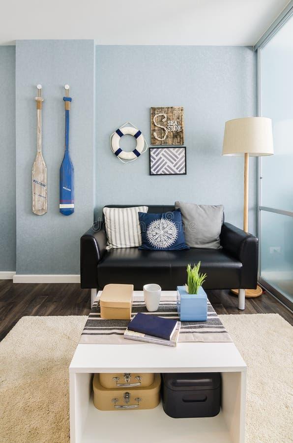 Vardagsrum för blått för inredesign arkivbilder