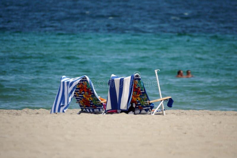 Vardagsrumstolar på Dania Beach fotografering för bildbyråer