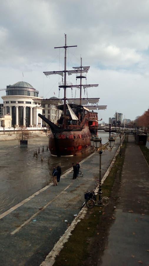 Vardar rzeczna łódź obrazy royalty free