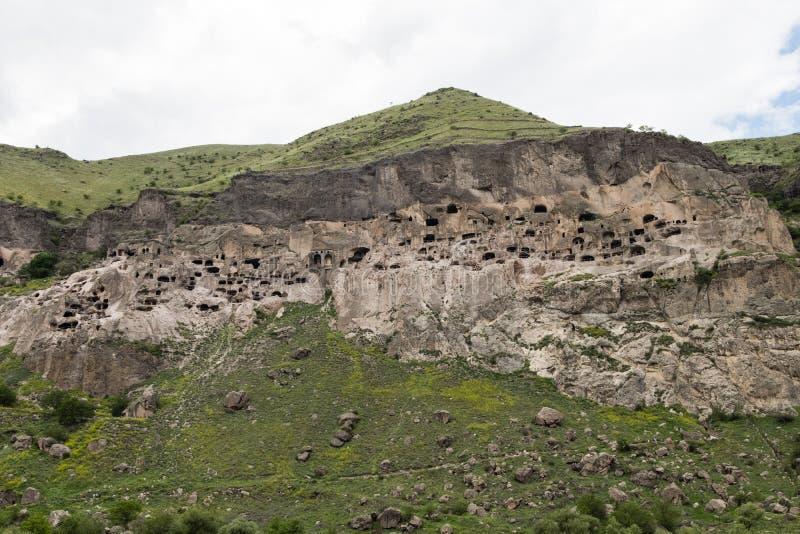 Vardzia ? un sito del monastero della caverna scavato dalla montagna di Erusheti sulla sponda sinistra del fiume di Mtkvari, vici fotografia stock