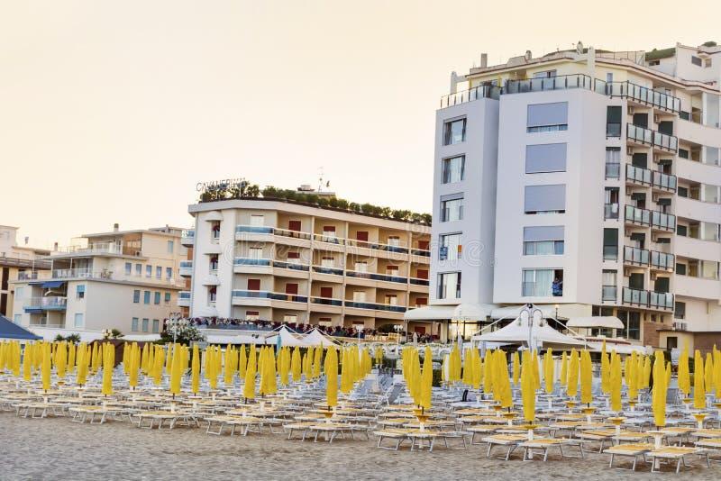 Vare con los hoteles en Lido di Jesolo, Véneto, Italia fotografía de archivo libre de regalías