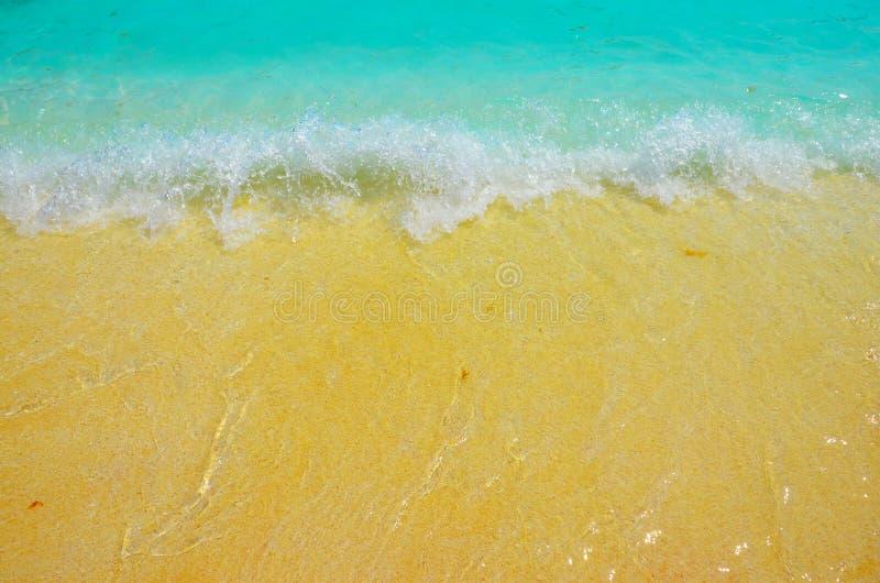 Vare el océano grande del fondo del agua azul de las ondas de arena fotos de archivo libres de regalías