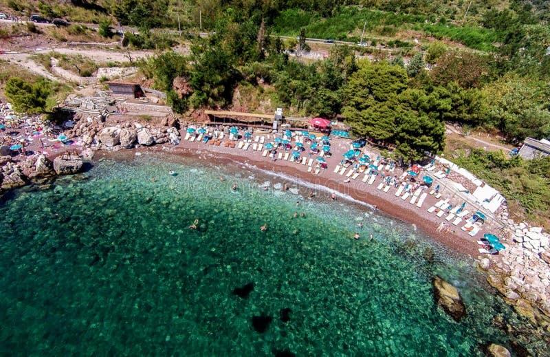 Vare en la ciudad de la barra situada en el mar adriático en Montenegro foto de archivo