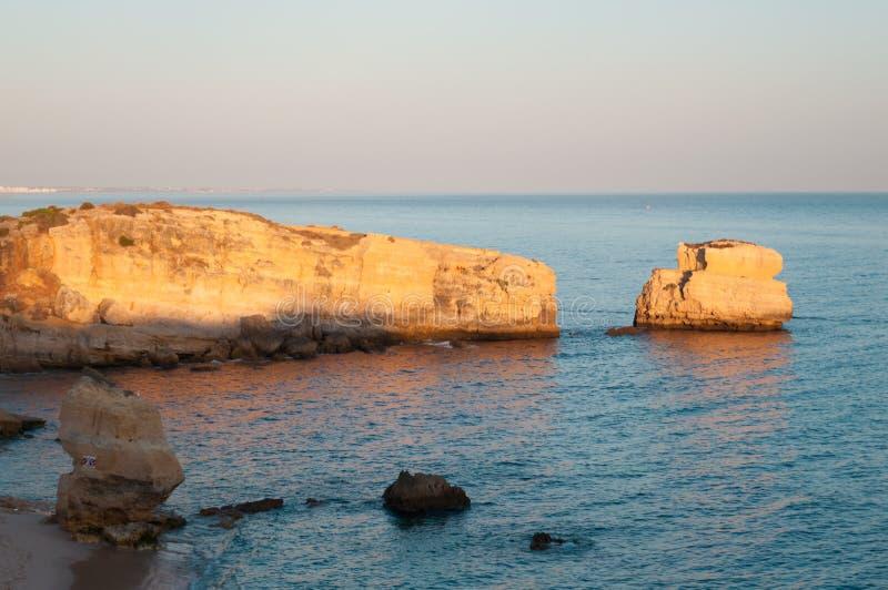 Vare en la costa de Algarve, verano en Portugal fotos de archivo