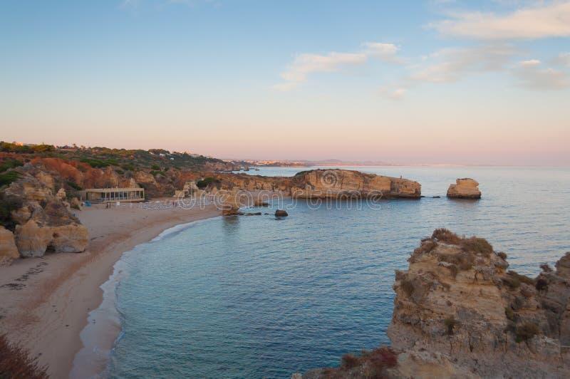 Vare en la costa de Algarve, verano en Portugal Puesta del sol imágenes de archivo libres de regalías