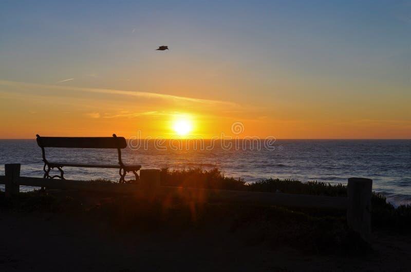 Vare en la costa, Oporto Covo, Portugal en la puesta del sol fotografía de archivo
