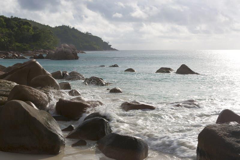 Vare la visión en Anse Lazio, isla de Praslin, Seychelles foto de archivo