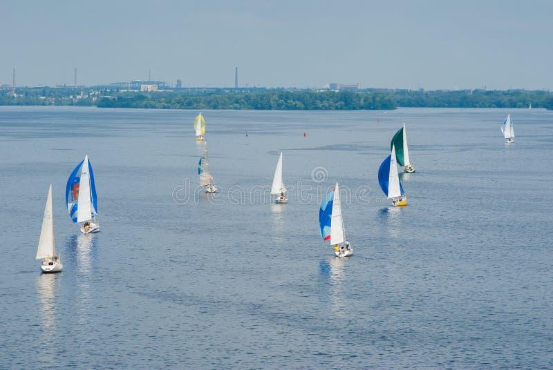Varend ras op de rivier van Dniepr royalty-vrije stock fotografie