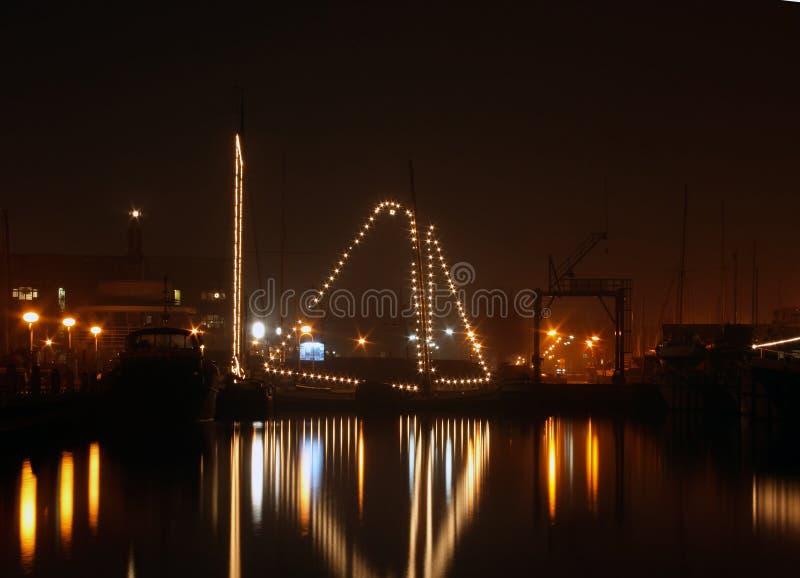 Varend 's nachts schip stock foto's