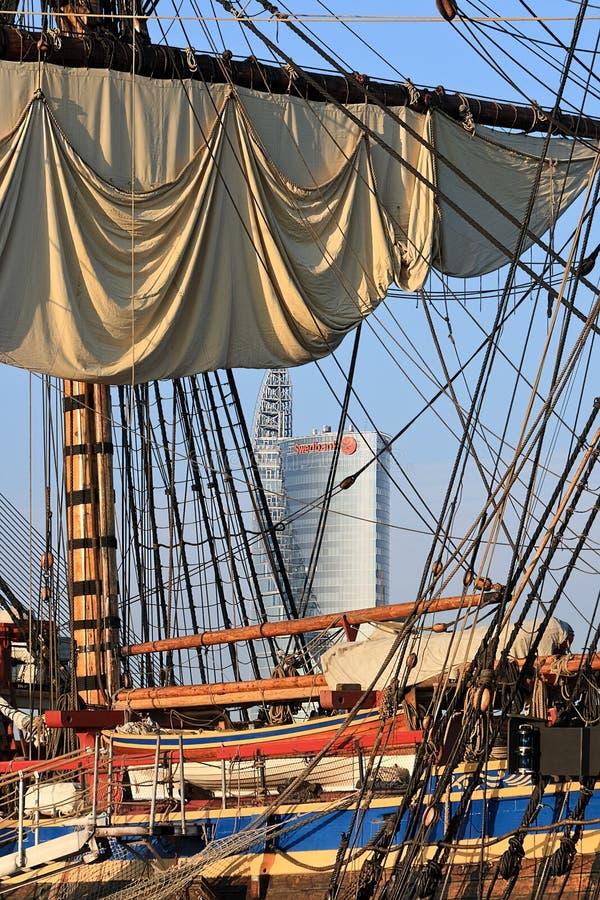 Varend schip in de haven, Riga (Letland) royalty-vrije stock foto