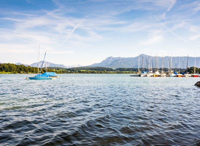 Varende boten bij Meer Riegsee royalty-vrije stock afbeelding