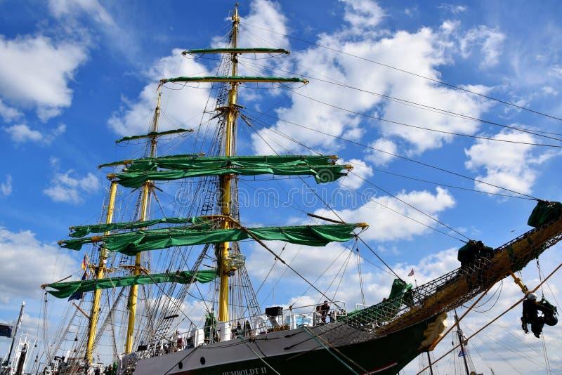 Varende Boten bij St pauli-Landungsbrucken, Hafengeburtstag - Verjaardagsviering stock fotografie