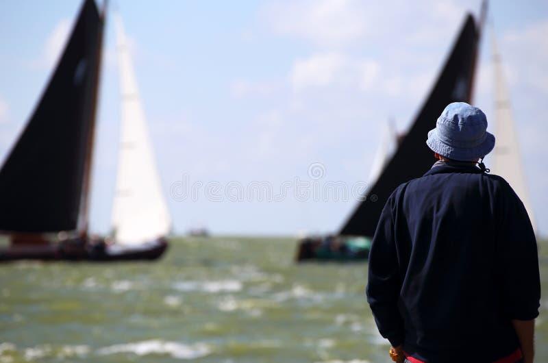 Varende schepen in de jaarlijkse concurrentie stock afbeelding