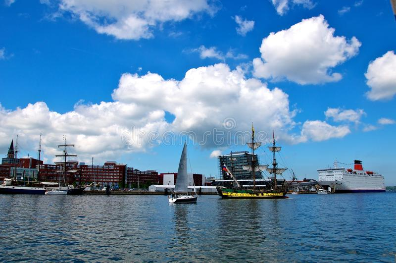 Varende schepen en cruisevoering stock afbeeldingen