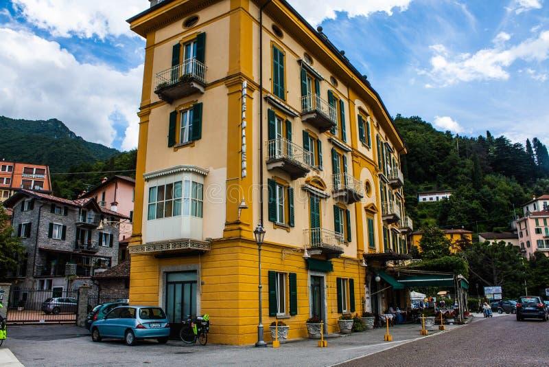 VARENNA AUF SEE COMO, ITALIEN, AM 15. JUNI 2014 Hotelgebäude in Varenna auf See Como, Region Italiens, Lombardei Italienische Sta lizenzfreie stockbilder