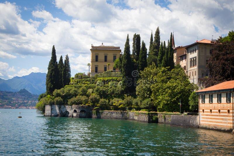 Varenna i sjön Como, Italien royaltyfri fotografi