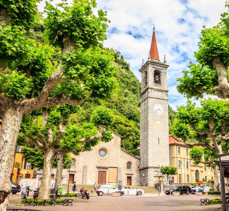 Varenna, Meer Como, Italië - Juni 21, 2016: St George ` s Church Chiesa Di San Giorgio is één van populaire toeristische attracti royalty-vrije stock afbeelding