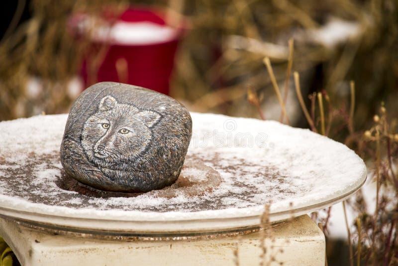 Vargbild på stenen arkivfoton