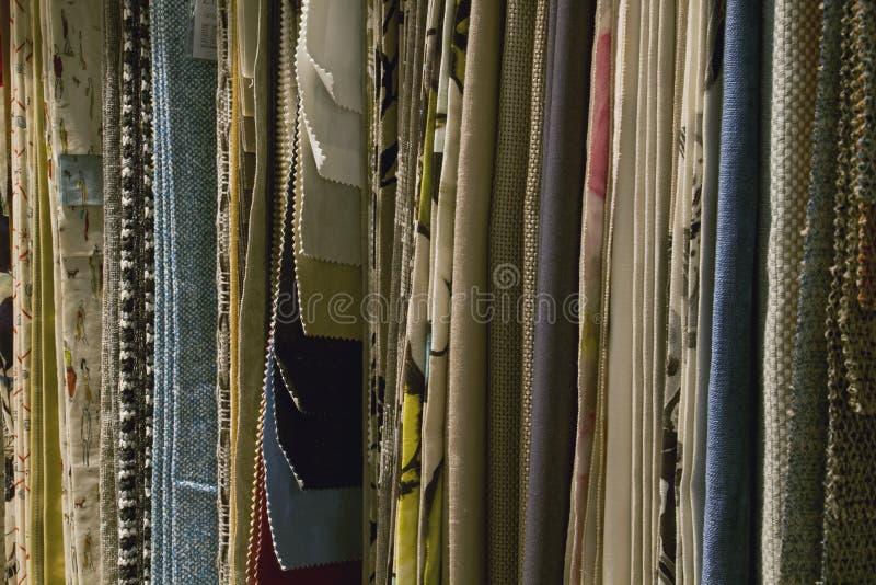 Variété d'échantillons décoratifs de tissu images stock