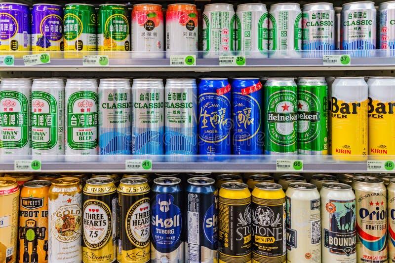 Variété de bières de épicerie 7 onze photo stock