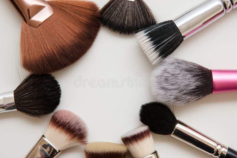 Variété de brosses de maquillage image libre de droits