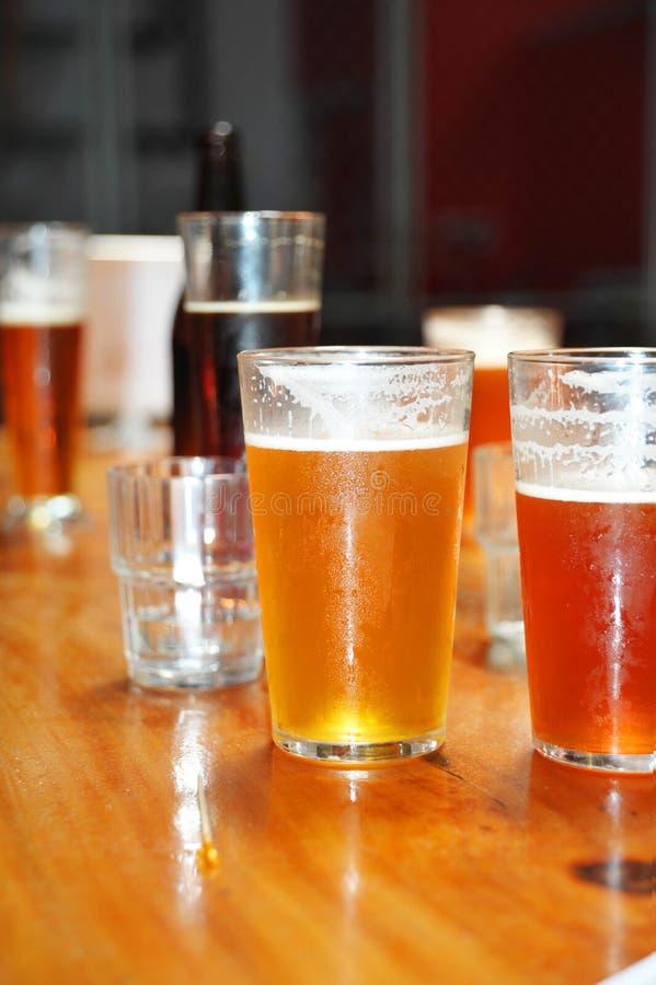Variété de différentes bières photographie stock