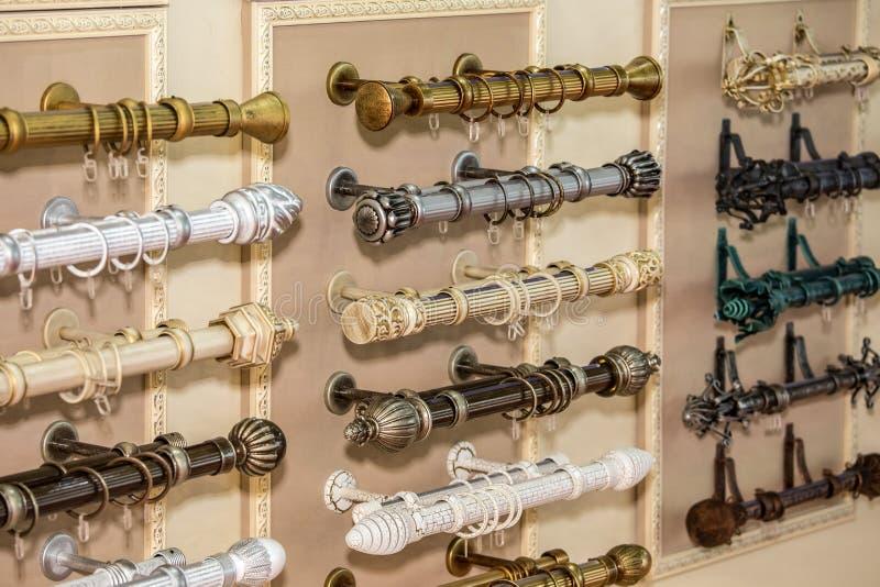 Variété de rideaux en corniche images stock