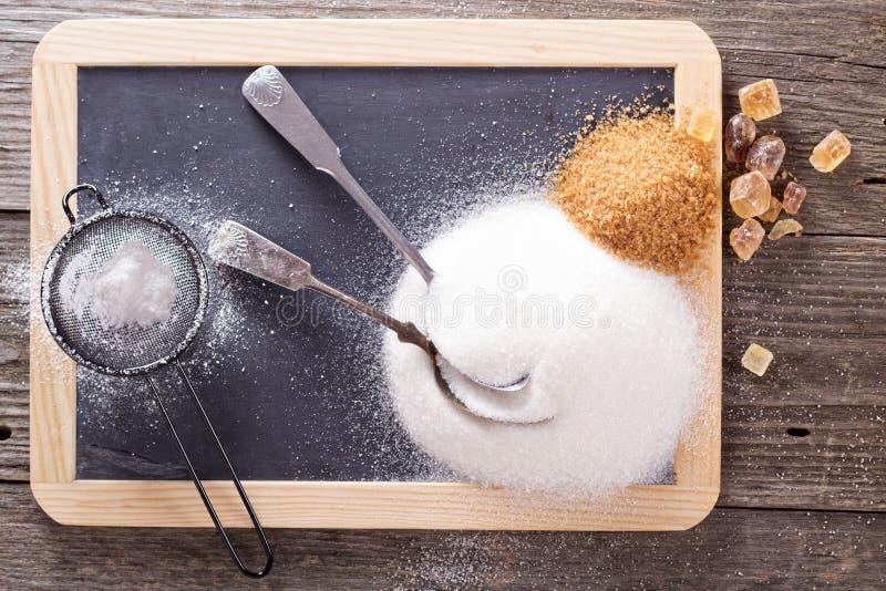 Variété de sucres sur un tableau photographie stock